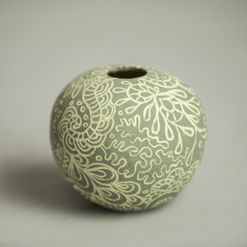 Grey Sgraffito Round 005 - 8.5cm x 8cm approx'