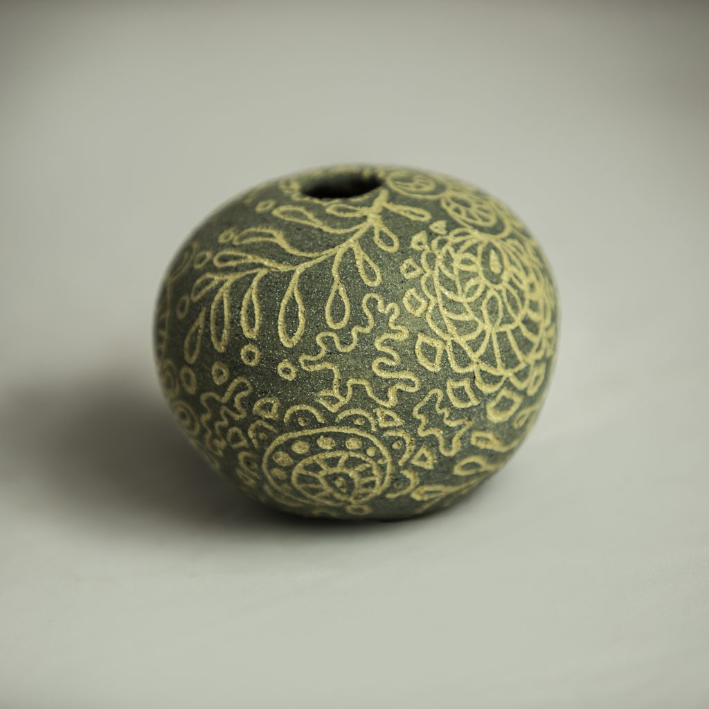 SOLD Grey/Buff Sgraffito Round - 10cm x 7 cm approx'