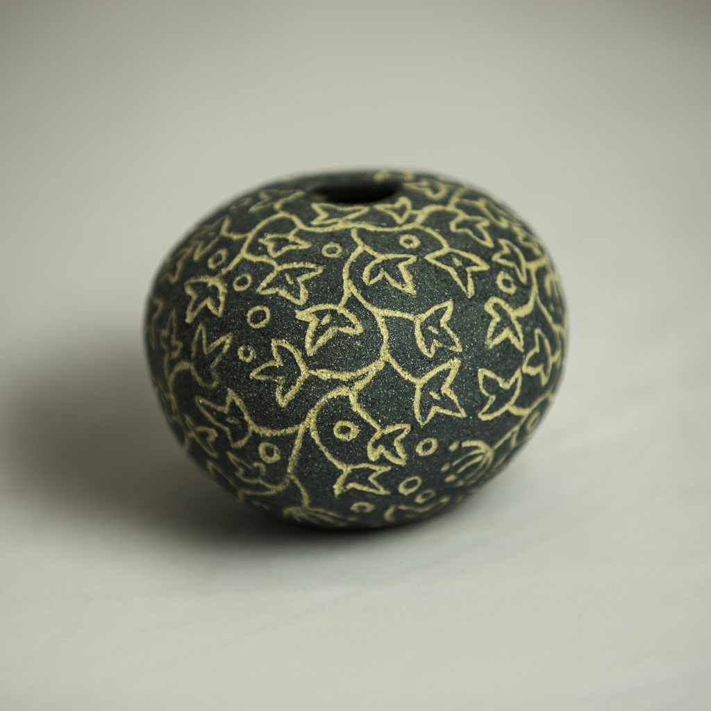SOLD Cobalt/Buff Sgraffito Round Ivy 9cm x 6 cm approx'