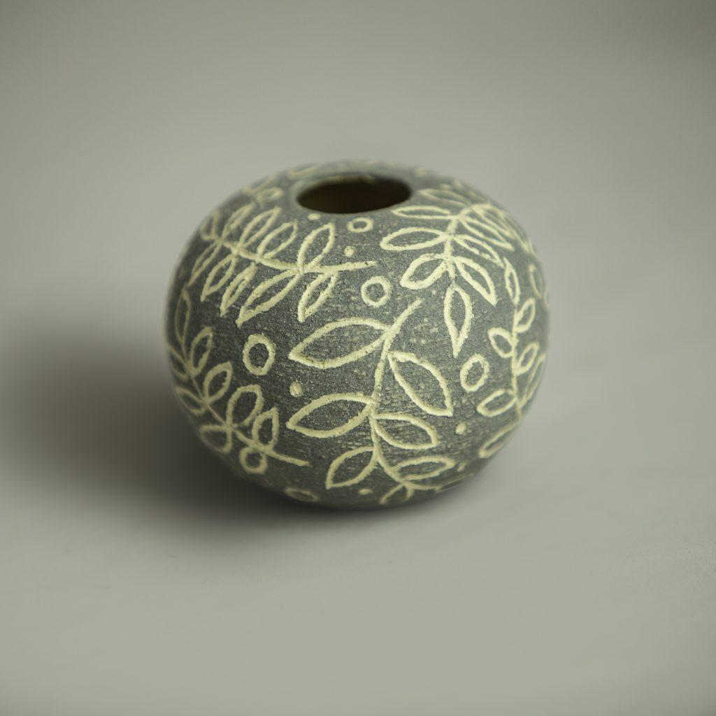 Grey Sgraffito Round 8cm x 6 cm approx'